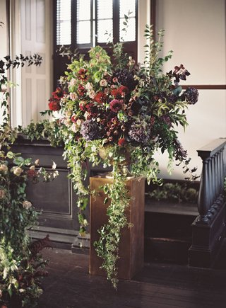 wedding-ceremony-judicial-chamber-rhode-island-greenery-cascading-down-burgundy-flowers-large-window