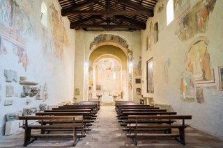 wedding-ceremony-historic-abbey-eighth-century-fresco-paintings-on-walls-wood-pews-altar-wood-beams
