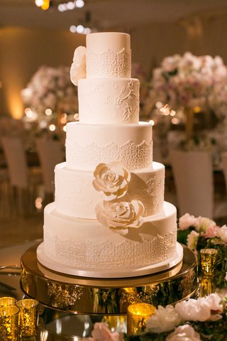 butter-end-cakery-wedding-cake-at-beverly-hills-wedding-ceremony-bridal-gown-design-sugar-flowers