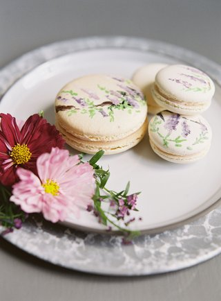 wedding-event-dessert-on-plate-macaron-french-dessert-hand-painted-with-flower-print-design-wisteria