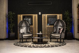 renaissance-hotel-seating-area-with-thrones-and-actor-pillows