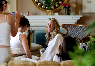 bride-with-bridesmaids-in-all-white-in-bridal-suite
