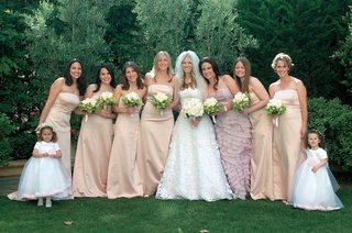 bride-with-six-bridesmaids-one-moh-and-two-flower-girls