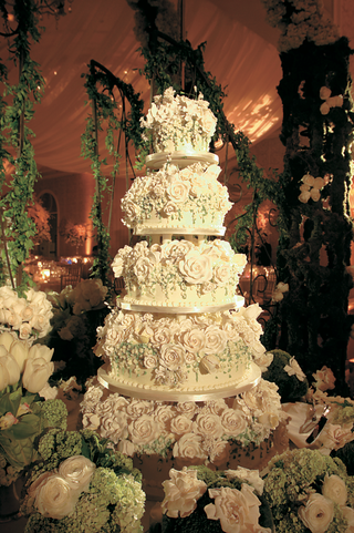 large-wedding-cake-covered-with-white-sugar-roses