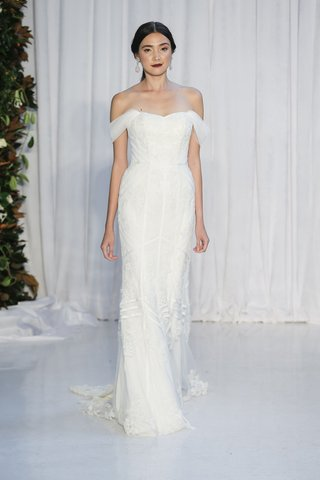 anne-barge-fall-2018-strapless-trumpet-gown-alencon-lace-geometric-bands-of-taffeta-draped-sleeves