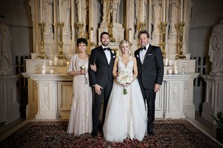 wedding-portrait-bride-and-groom-with-family-parents-chicago-catholic-ceremony-venue