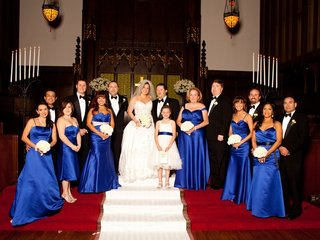 photograph-of-couple-bridesmaids-and-groomsmen