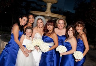bride-and-flower-girl-with-six-bridesmaids