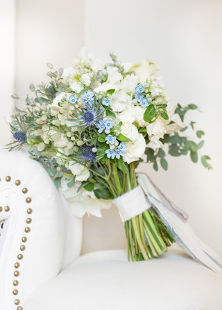 bridal-bouquet-with-white-flowers-thistle-and-chinese-forget-me-nots