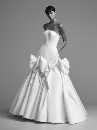 viktor-and-rolf-mariage-fall-winter-2018-wedding-dress-strapless-ball-gown-circle-skirt-bows