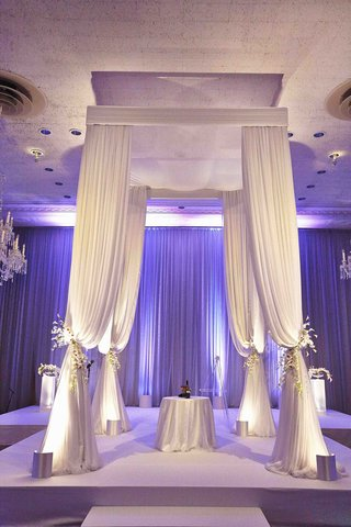jewish-wedding-chuppah-with-four-poster-canopy