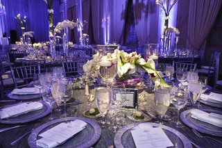 metallic-charger-on-grey-reception-table-with-white-centerpiece