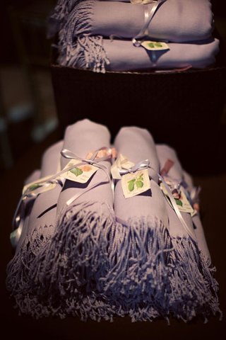 pashmina-scarves-rolled-up-as-wedding-favors