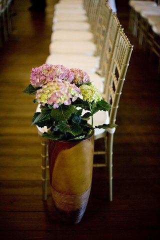 tall-pot-filled-with-pink-hydrangeas-at-end-of-aisle