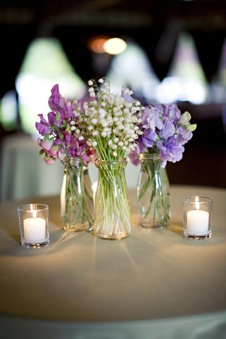 small-glass-jars-filled-with-single-variety-purple-and-white-flowers