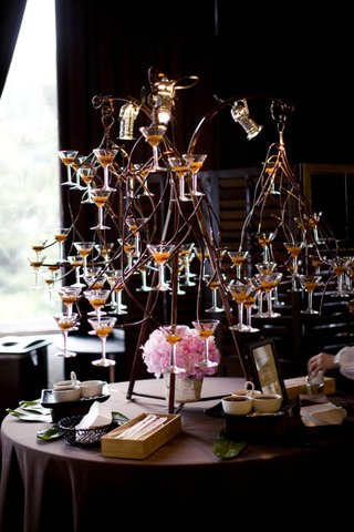 martini-glasses-displayed-in-twisted-wire-sculpture