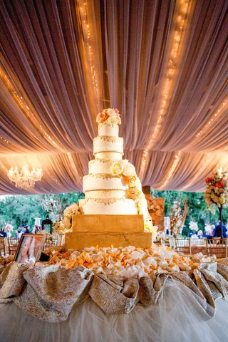wedding-cake-on-two-gold-layers-with-lace-design