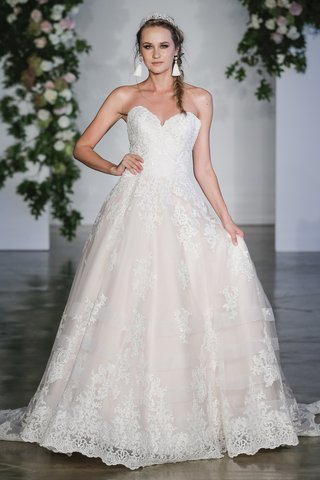 morilee-fall-2018-alencon-lace-on-tulle-ball-gown-with-wide-hemline-and-decorative-horsehair-bands