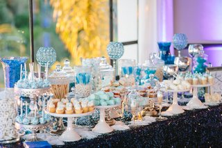 blue-and-white-winter-snow-themed-sweets-table