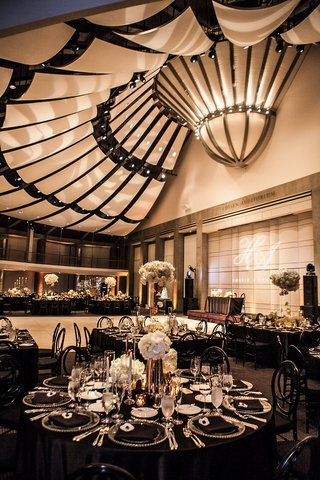 skirball-cultural-center-wedding-reception-with-black-and-white-decor