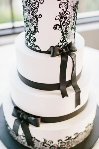 wedding-cake-fondant-with-black-bow-detail-and-lace-design-swirl-contemporary-modern-cake-ideas