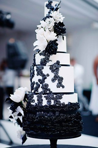 black-and-white-cake-with-ruffles-sugar-flowers-and-ribbons