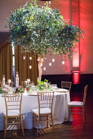 tree-as-wedding-reception-centerpiece-with-hanging-candles-chiavari-chairs
