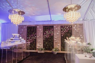 wedding-reception-food-station-with-succulent-wall-and-modern-chandeliers