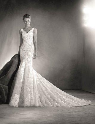 atelier-pronovias-2017-elaia-mermaid-wedding-dress-in-lace-with-v-neck-black-and-white