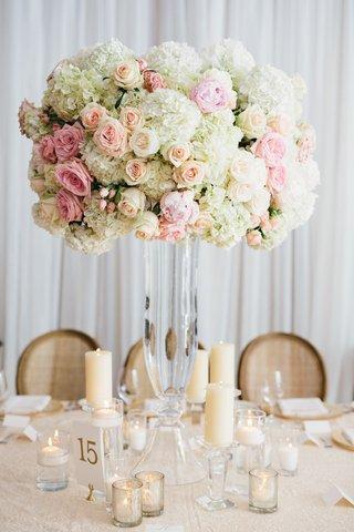 rustic-elegant-wedding-reception-tall-glass-vase-with-white-hydrangea-pink-rose-blush-rose-pillar