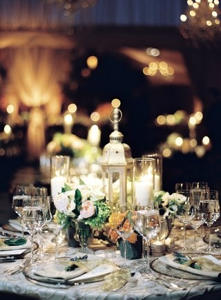 countryside-reception-table-with-small-arrangements