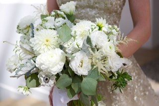 foliage-white-flowers-bridal-bouquet-roses-blooms-rustic-natural