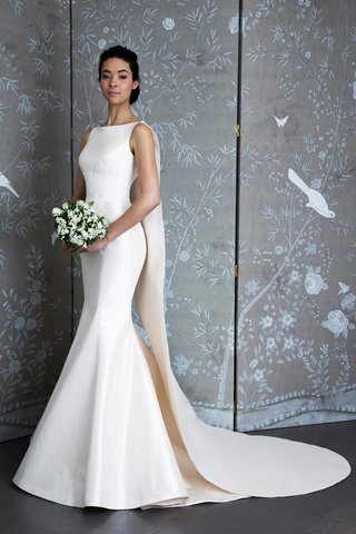 l9126-jackie-kennedy-bridal-fashion-week-spring-2019-legends-romona-keveza-boat-neck-trumpet