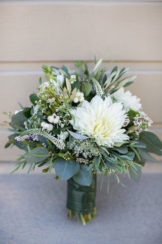 bouquet-with-white-flower-and-green-leaves