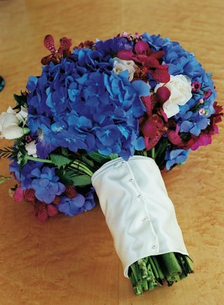 bridal-bouquet-with-blue-hydrangeas-and-red-orchids