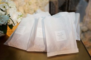 wedding-favors-in-custom-dessert-bags-thank-you-for-making-our-special-day-so-sweet-miniature-donuts