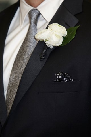 groom-in-a-black-tuxedo-silver-tie-boutonniere-of-three-ranunculuses-green-leaf