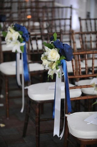white-rose-and-lily-with-blue-and-white-ribbon-along-aisle