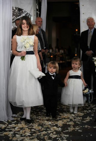 flower-girls-holding-ring-bearers-hand-at-idaho-ceremony