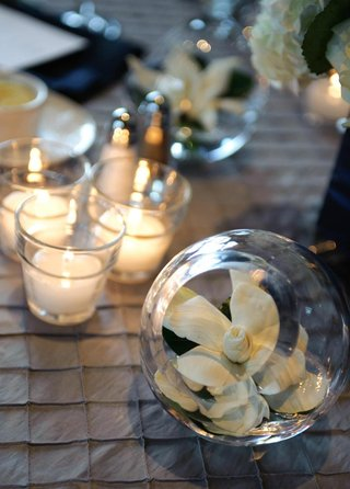 gardenia-in-glass-sphere-vase-at-wedding-reception