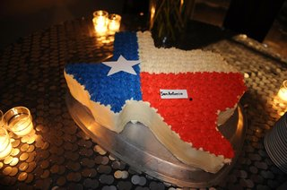 cw-supernatural-actor-san-antonio-wedding-cake