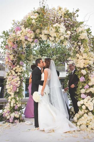 jewish-bride-and-groom-kissing-under-chuppah