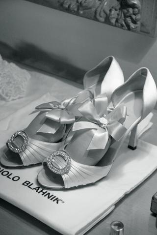 manolo-blahnik-bridal-pumps