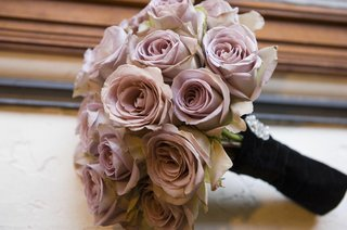 bridesmaids-bouquet-of-light-pink-roses