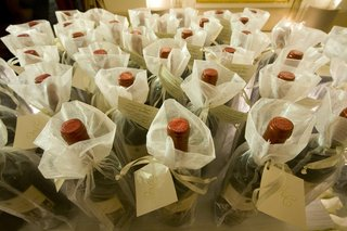 wedding-favors-of-wine-bottles-in-sheer-white-bags