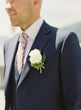 destination-wedding-lake-como-navy-blue-suit-pink-striped-tie-white-rose-boutonniere-on-lapel