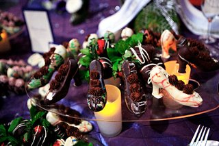 wedding-desserts-of-chocolate-shells-in-the-shape-of-heels-filled-with-chocolate-mousse