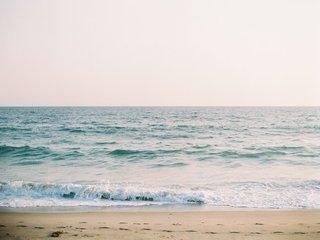 sand-and-waves-at-malibu-beach-wedding-ceremony-cj-lana-perry-and-miroslav-rusev-barnyashev