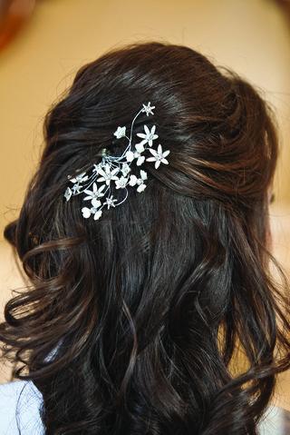 half-up-half-down-wedding-hair-with-flower-clip