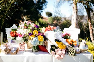 colorful-bouquets-of-flowers-lay-on-table